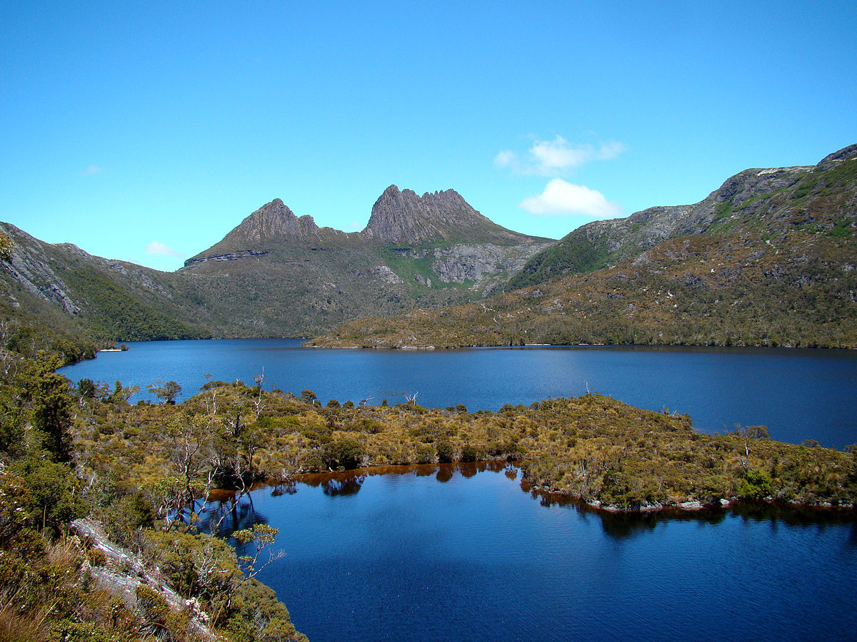 1200px-Cradle_Mountain_Behind_Dove_Lake