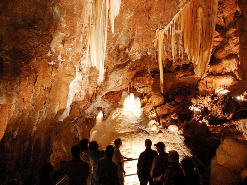 Exploring_Jenolan_Caves_Blue_Mountains_Image_Jenolan_Caves