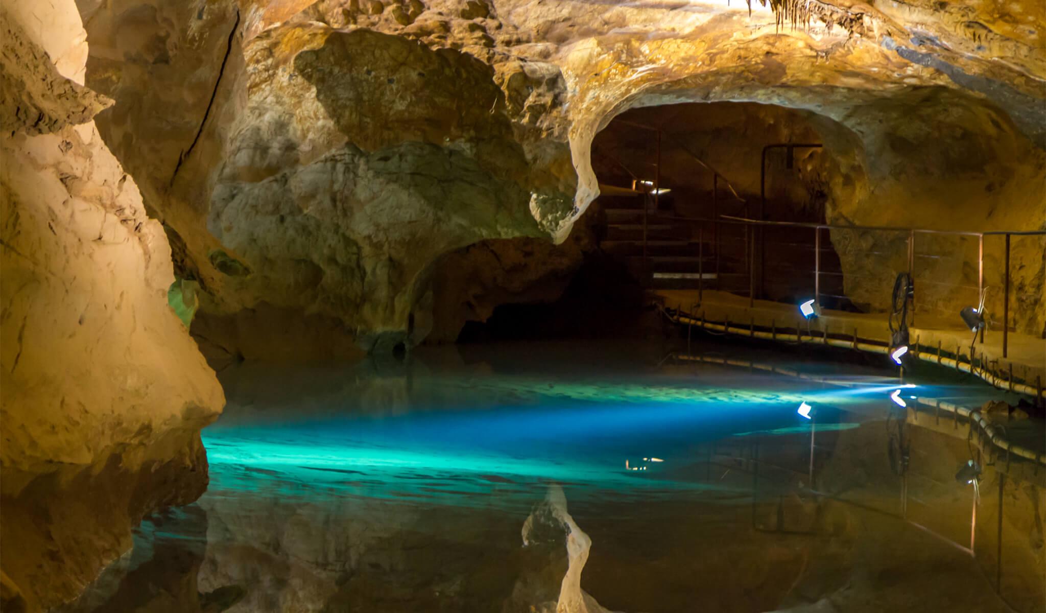 river-cave-jenolan-caves